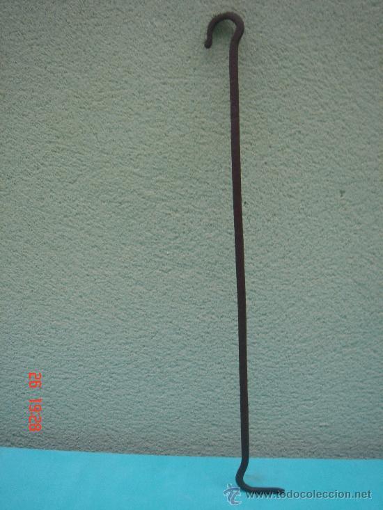 ESPETERA ANTIGÜA DE FORJA -S. XVIII-. SE USABA PARA ATIZAR LAS ASCUAS Y COGER LOS CALDEROS. 51 CMS. (Antigüedades - Técnicas - Cerrajería y Forja - Varios Cerrajería y Forja Antigua)