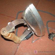 Antigüedades: ANTIGUA PLANCHA ELECTRICA (FUNCIONANDO A 125V). Lote 26325433