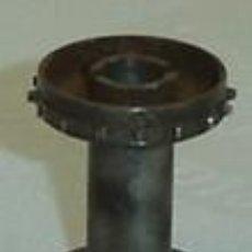 Antigüedades: PIEZA METALICA- RODILLO DE PROYECTOR DE CINE ANTIGUO-MEDIDA 2,5*3,5 CMS.. Lote 15696014