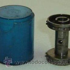 Antigüedades: PIEZA METALICA- RODILLO DE PROYECTOR DE CINE ANTIGUO CON ESTUCHE DE PLASTICO-MEDIDA 2,5*3,5 CMS.. Lote 16728344