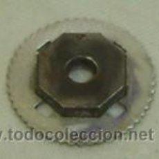 Antigüedades: PIEZA METALICA DE PROYECTOR DE CINE ANTIGUO-DIAMETRO 2,5-ANCHO 0,5 CM.. Lote 16758968