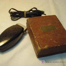 Antigüedades: MAQUINILLA DE AFEITAR BELCUT DE LOS AÑOS 40. Lote 27546563