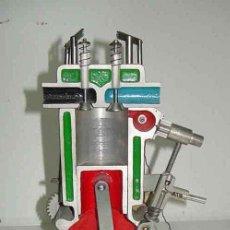 Antigüedades: ANTIGUO MOTOR DE FUNDICION CORTADO TRANSVERSALMENTE PARA LA ENSEÑANZA EN ESCUELA, AUTOESCUELA, FORMA. Lote 26578099