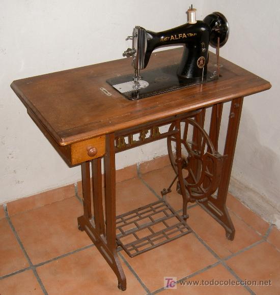 Maquina coser alfa con mesa, antigua - Vendido en Venta