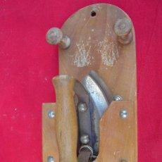 Antigüedades: PLANCHA ELÉCTRICA CON SOPORTE. Lote 16803333