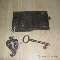 Antigüedades: CERRADURA DE HIERRO FORJADO CON LLAVE. Lote 25309524