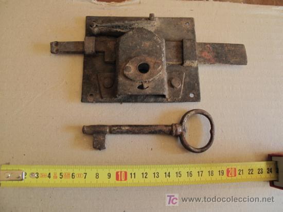 ANTIGUA CERRADURA DE FORJA, CON SU LLAVE (Antigüedades - Técnicas - Cerrajería y Forja - Cerraduras Antiguas)