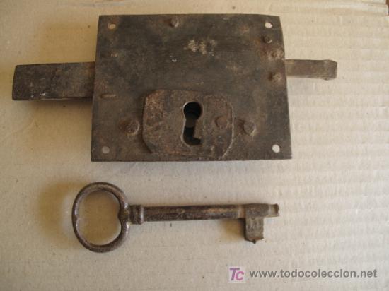 Antigüedades: ANTIGUA CERRADURA DE FORJA, CON SU LLAVE - Foto 2 - 26895918