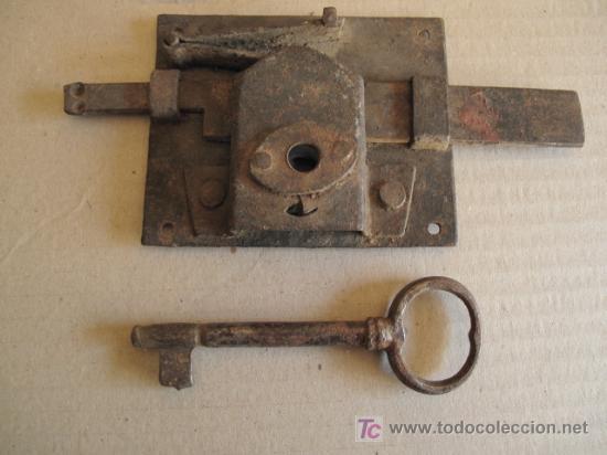 Antigüedades: ANTIGUA CERRADURA DE FORJA, CON SU LLAVE - Foto 3 - 26895918