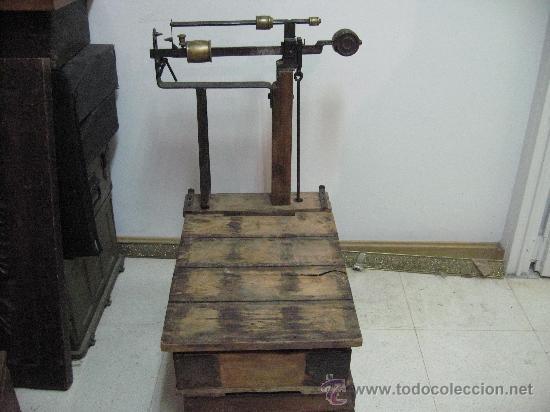 BASCULA DE MADERA. PESA HASTA 125 K. (Antigüedades - Técnicas - Medidas de Peso - Básculas Antiguas)