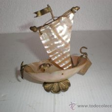 Antigüedades: PEQUEÑO BARCO EN NACAR. Lote 17388162