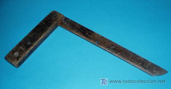 ESCUADRA DE CARPINTERO. DIMENSIONES 18,5 X 34 CM (Antigüedades - Técnicas - Herramientas Profesionales - Carpintería )