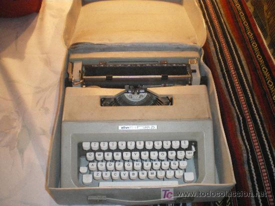 MAQUINA DE ESCRIBIR OLIVETTI LETIERA 35 FUNCIONA PERFECTAMENTE (Antigüedades - Técnicas - Máquinas de Escribir Antiguas - Olivetti)