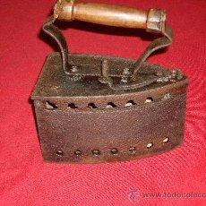 Antigüedades: PLANCHA DE CARBON. Lote 26570810