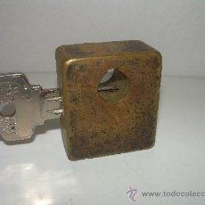 Antigüedades: ANTIGUO Y RARO CANDADO DE BRONCE....MUY BONITO. Lote 26976242
