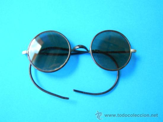 ANTIGUAS GAFAS DE SOL CON FUNDA METÁLICA (Antigüedades - Técnicas - Instrumentos Ópticos - Gafas Antiguas)