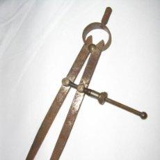 Antigüedades: ANTIGUO COMPAS DE CARPINTERO. Lote 115406764