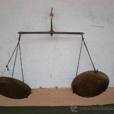 Antigüedades: PEQUEÑA BALANZA ANTIGUA DE FARMACIA. Lote 19783460