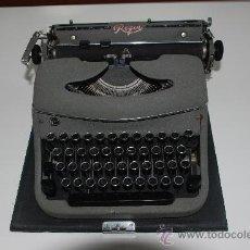 Antigüedades: MAQUINA DE ESCRIBIR REGIA, CON FUNDA. Lote 26991785
