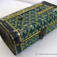 Antigüedades: RARA CAJA PARA ACCESORIOS DE MAQUINA DE COSER SEIDEL & NAUMANN (15X8X6CM APROX). Lote 20983476