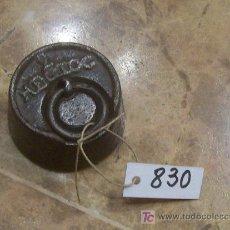 Antigüedades: ANTIGUA PESA DE HIERRO. Lote 26131247