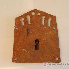 Antigüedades: CERRADURA EN HIERRO MUY ANTIGUA.. Lote 26303197