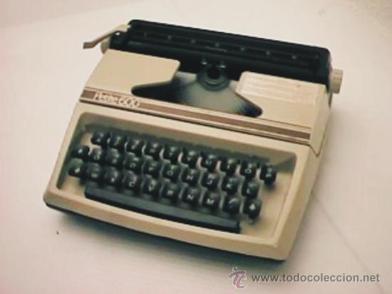 MÁQUINA DE ESCRIBIR PETITE MODELO 600 (Antigüedades - Técnicas - Máquinas de Escribir Antiguas - Otras)