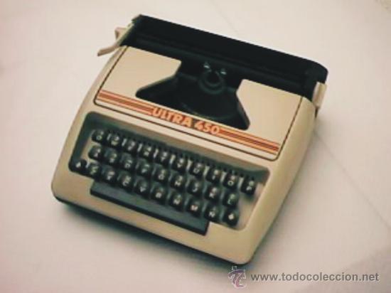 MÁQUINA DE ESCRIBIR ULTRA MODELO 450 MÁQUINA DE PLASTICO (Antigüedades - Técnicas - Máquinas de Escribir Antiguas - Otras)