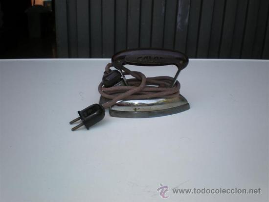 Antigüedades: pequeña plancha de hierro luz 125 v - Foto 2 - 21652880