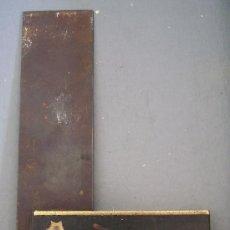 Antigüedades: ESCUADRA DE MADERA ,HIERRO Y LATON (MANGO 12CM APROX,HOJA 15CM APROX). Lote 21656206