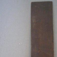 Antigüedades: ESCUADRA DE MADERA ,HIERRO Y LATON (MANGO 9CM APROX, HOJA DE HIERRO 15CM APROX). Lote 21656291