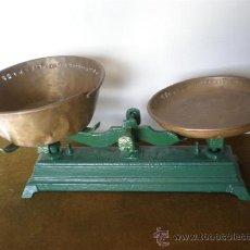 Antigüedades: BALANZA EN VERDE . Lote 21734501