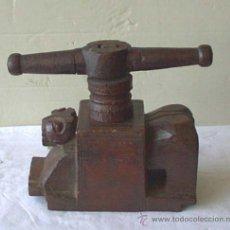 Antigüedades: ESPRIMIDOR DE FRUTA .. DE MADERA. Lote 21744588