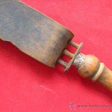 Antigüedades: CUERO AFILADOR DE NAVAJAS DE AFEITAR. Lote 22378981