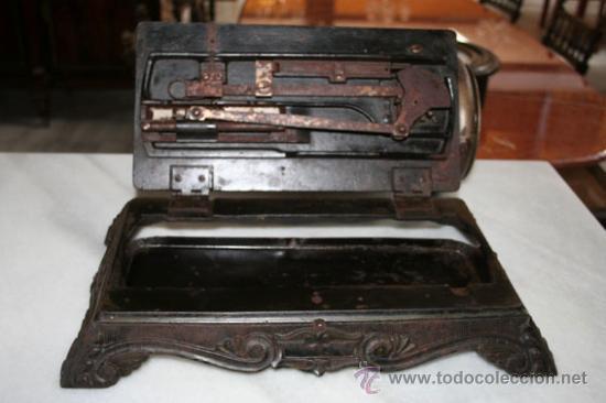 Antigüedades: MÁQUINA DE COSER DE 1800 REF.4750 - Foto 6 - 23175991