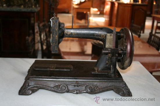 MÁQUINA DE COSER DE 1800 REF.4750 (Antigüedades - Técnicas - Máquinas de Coser Antiguas - Otras)