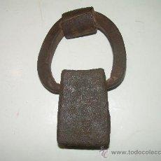Antigüedades: ANTIGUA PESA DE HIERRO FORJADO.......MARCAS ESCUDO DE BARCELONA ...Y...XII.. Lote 26901670