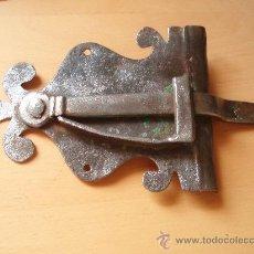 Antigüedades: ANTIGUO CIERRE DE VENTANA BONITA DECORACIÓN. Lote 26324365
