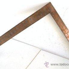 Antigüedades: ESCUADRA / REGLA DE CALCULO PARA HACER TEJADOS, MARCA SMALLWOOD Nº383C (ACERO, CON FUNDA, 61X46CM). Lote 23611458