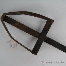 Antigüedades: ANTIGUO APOYA PLANCHA EN FORJA. Lote 23691134