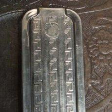 Antigüedades: PRECIOSO JUEGO DE BARBERO, EN METAL, CON BONITOS DIBUJOS.. Lote 27418121