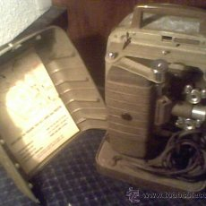 Antigüedades: MAQUINA DE CINE ANTIGUA 8 MM MARCA BELL & HOWELL CHICAGO USA PROYECTOR ANTIGUO. Lote 26916015