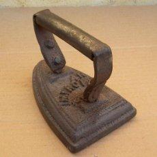 Antiquitäten - plancha de hierro antigua con grabados ,,, plan365 - 27216692