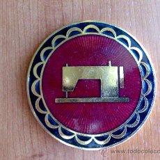 Antigüedades: MEDALLA PLACA MAQUINA DE COSER ALFA 50 ANIVERSARIO 1920 – 1970. Lote 50719234