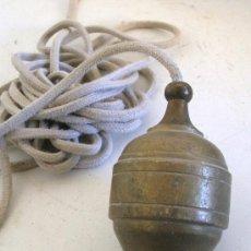 Antigüedades: PLOMADA DE LATON (9,5CM APROX). Lote 24890732