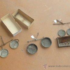 Antigüedades: LOTE DE 3 BALANZAS ANTIGUAS DE S.XIX. UNA CON CAJA ORIGINAL DE MADERA.. Lote 25110080