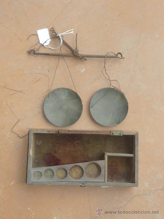 Antigüedades: Lote de 3 balanzas antiguas de s.XIX. Una con caja original de madera. - Foto 2 - 25110080