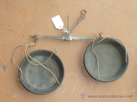 Antigüedades: Lote de 3 balanzas antiguas de s.XIX. Una con caja original de madera. - Foto 3 - 25110080