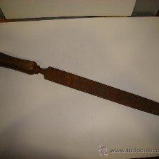 Antigüedades: ANTIGUA LIMA DE CARPINTERO. Lote 26799066