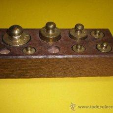 Antigüedades: CAJA DE PESAS PARA BALANZA MUY ANTIGUA. Lote 26904961